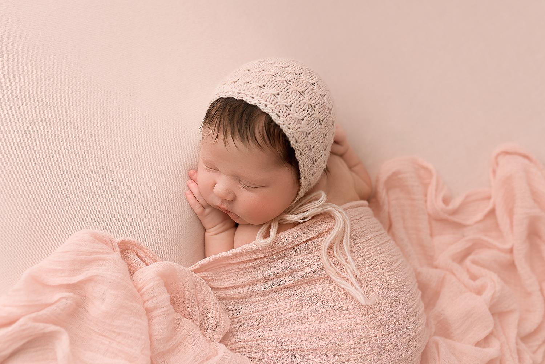 Baltimore Maryland Newborn Photographer Jessica Fenfert baby girl in pink