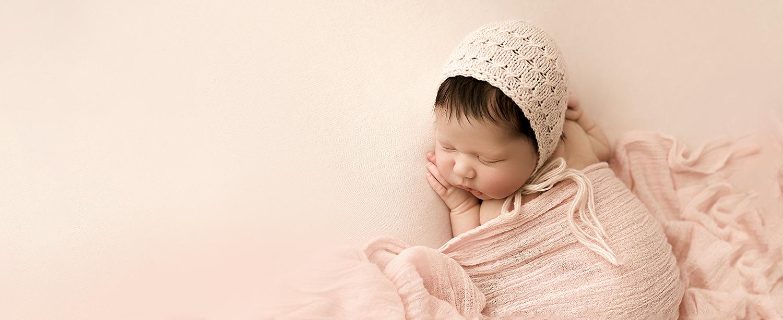 Baltimore Maryland Newborn Photographer Jessica Fenfert  girl on pink