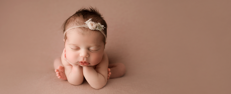 Baltimore Maryland Newborn Photographer Jessica Fenfert girl froggy