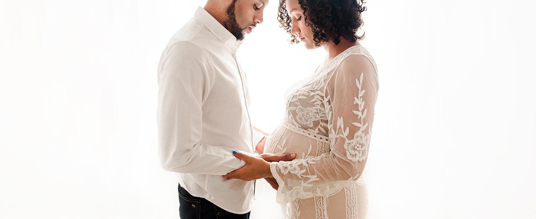 Baltimore Maryland Newborn Photographer Jessica Fenfert  backlit maternity