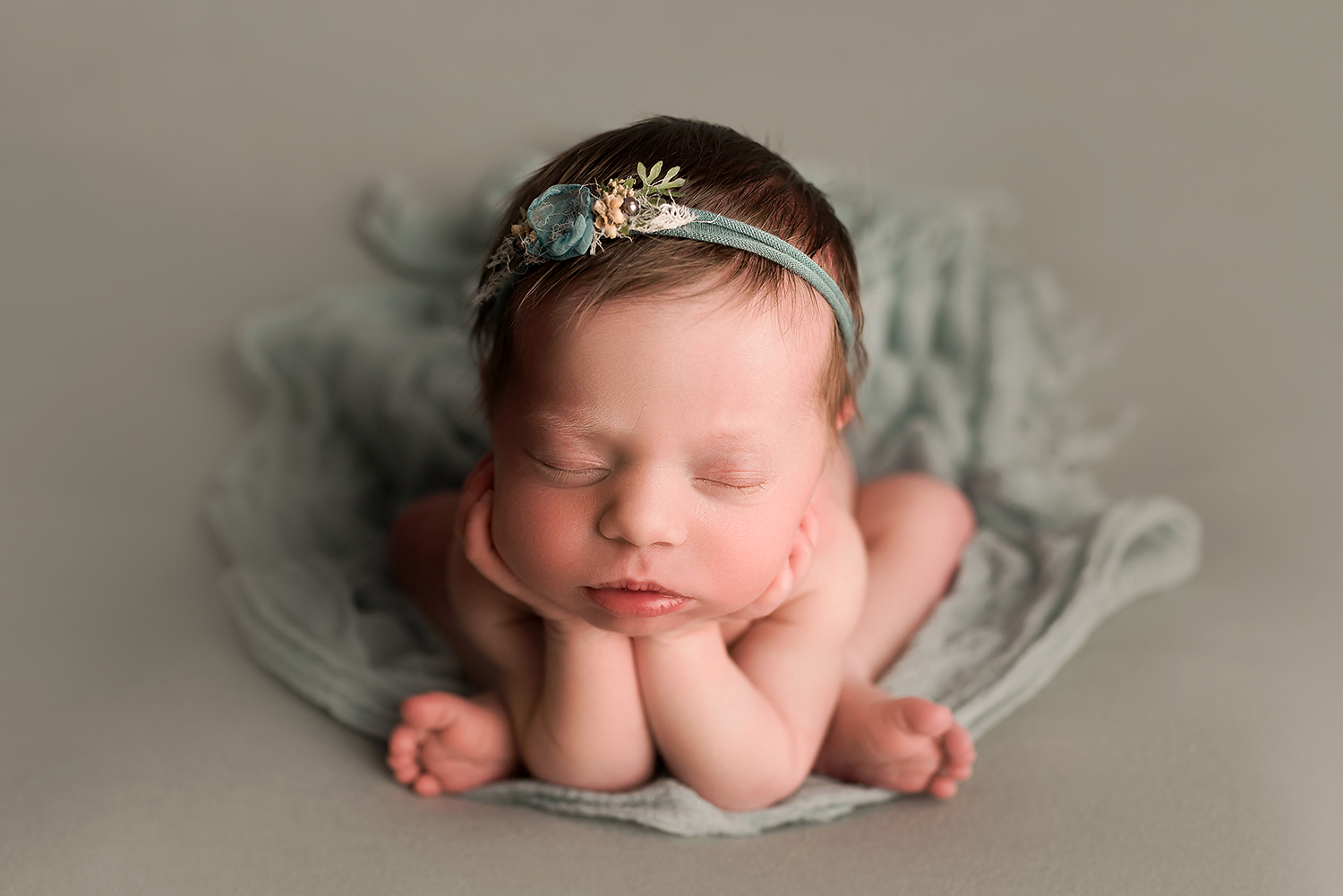 Baltimore Maryland Newborn Photographer Jessica Fenfert froggy girl