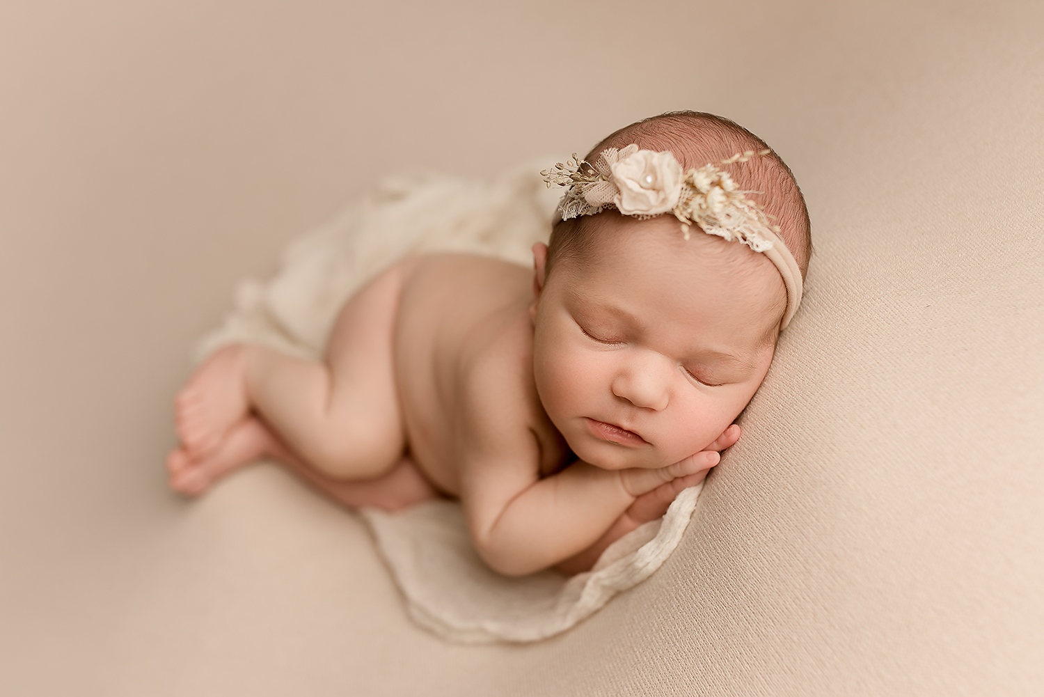 Jessica Fenfert Baltimore Maryland Newborn Photographer side lying