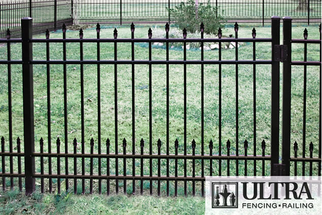 UAS-150 Staggered Spear Residential Fence with Puppy Pickets