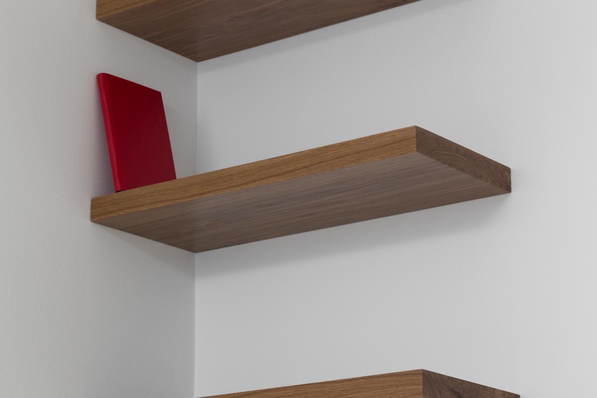Librero en esquina (rojo)  /  Corner Bookshelf (Red)  , 2014  Estantes de madera, libro / Wood shelves, book  275 x 61 x 25 cm  Detalle / Detail
