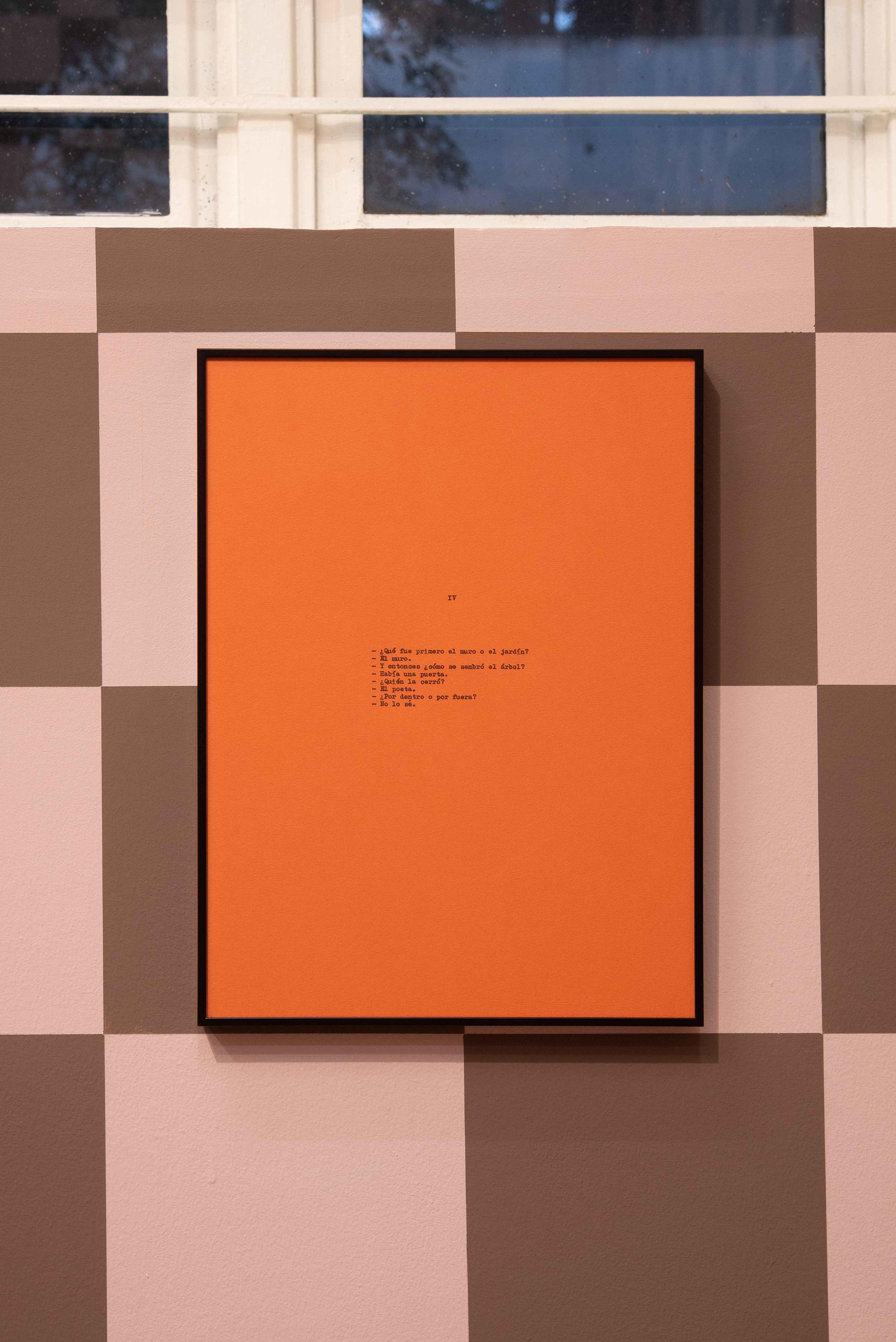Diálogo sobre un poeta, una manzana y una retícula (Parte uno) I / Dialogue about a Poet, an Apple. and a Grid (Part one) I, 2019  Tinta sobre papel / Ink on paper  Políptico de 10 piezas de 37.5 cm x 27.5 cm / 10 piece polyptych, 37.5 cm x 27.5 cm each      Fotografía: Agustín Arce