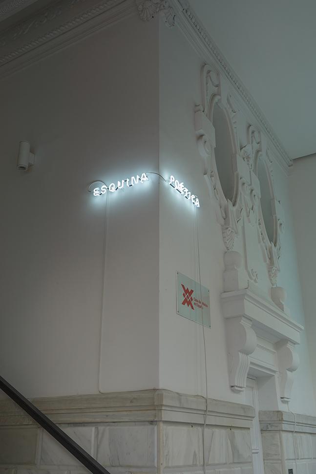 Esquina poética / Poetic Corner , 2019   Neón / Neon  2 piezas de 54 x 7 cm y 52 x 7cm / 2 pieces of 56 x 7 cm and 52 x 7 cm