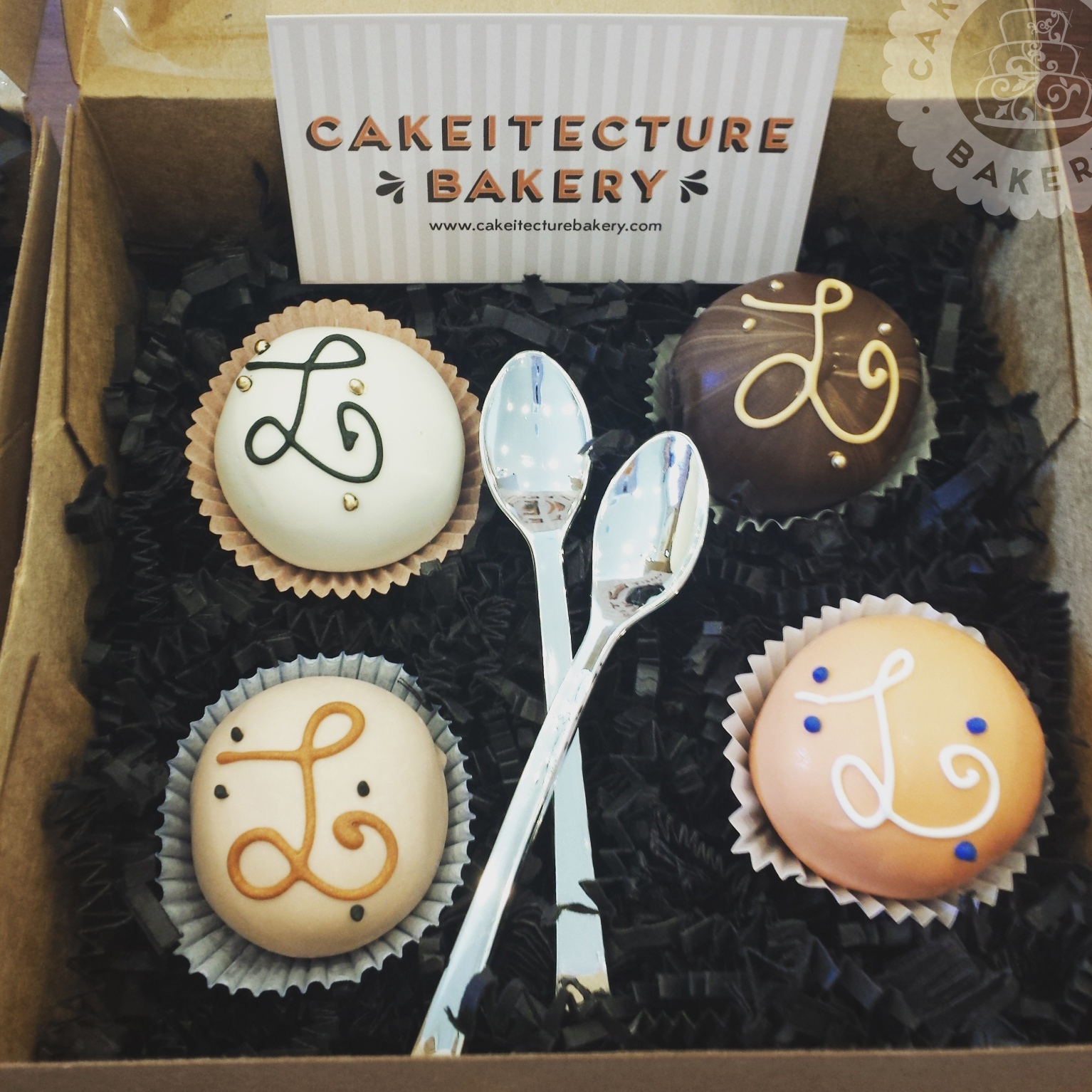 Cakeitecture Bakery boxed pops2.jpg