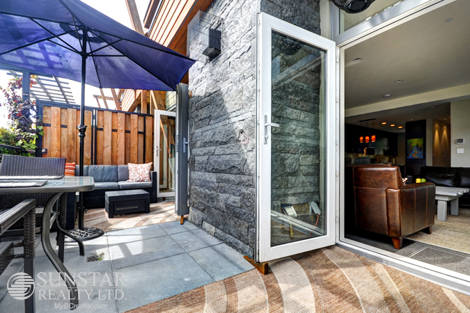 13th445_m_patio4.jpg