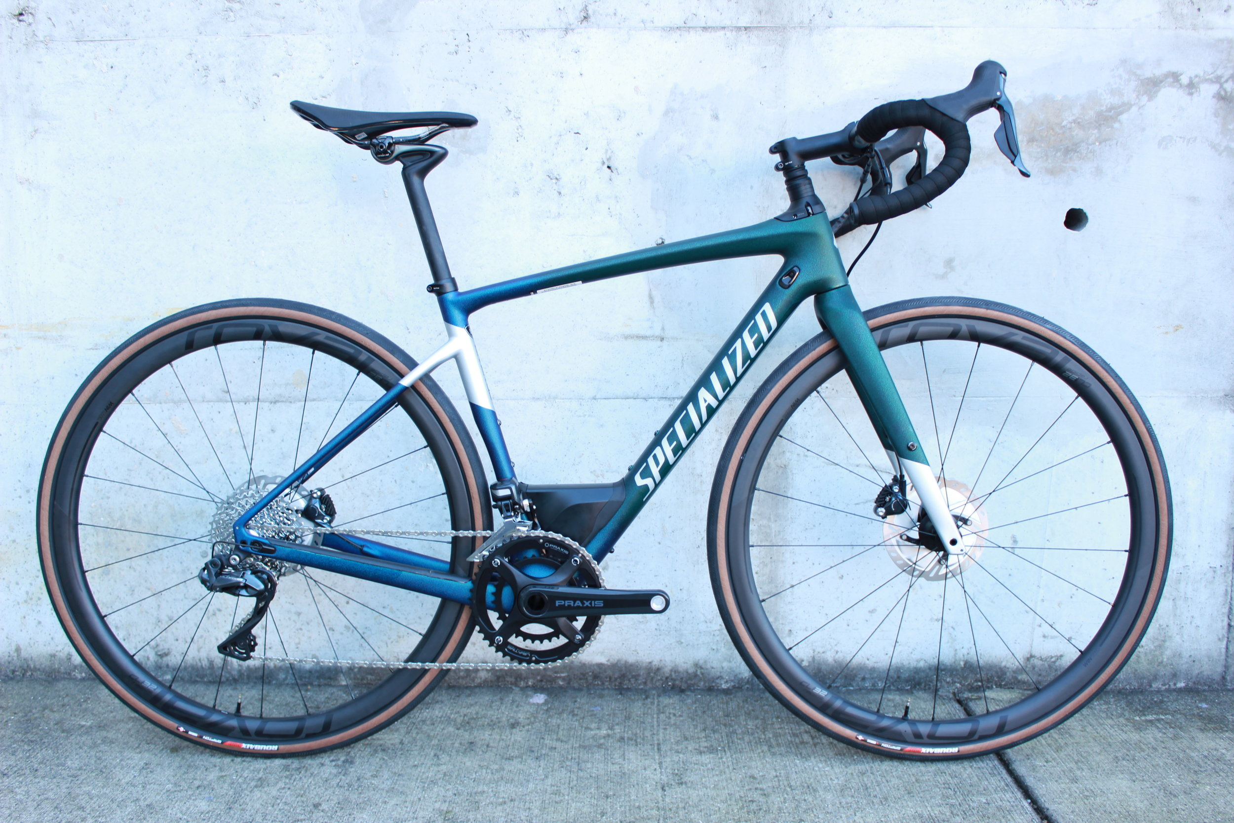 For this particular bike, we outfitted the wheels with one of our favorite tires - the 32c Tubeless Roubaix Pro. These tires roll quickly and feel great, especially at lower pressure on gravel!