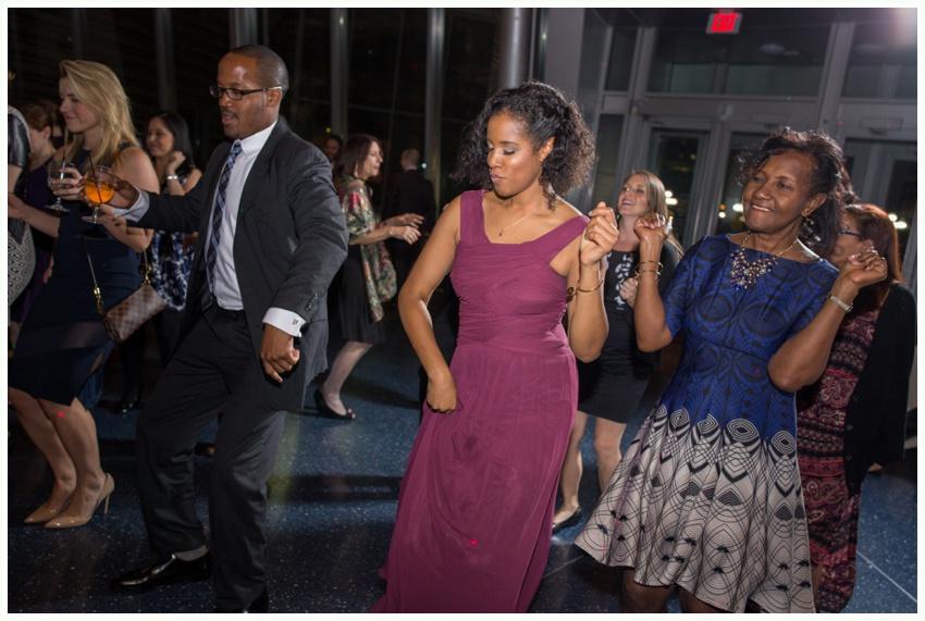 25_urbanrowphoto_reception_dancing
