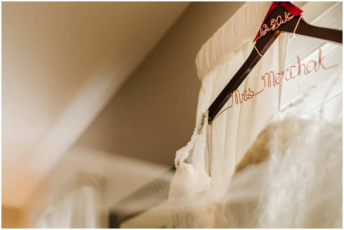 urban-row-photo-wedding-dress-personalized-hanger_0006.jpg