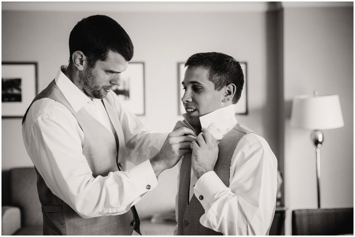 urban-row-photo-groom-tying-wedding-bowtie_0002.jpg