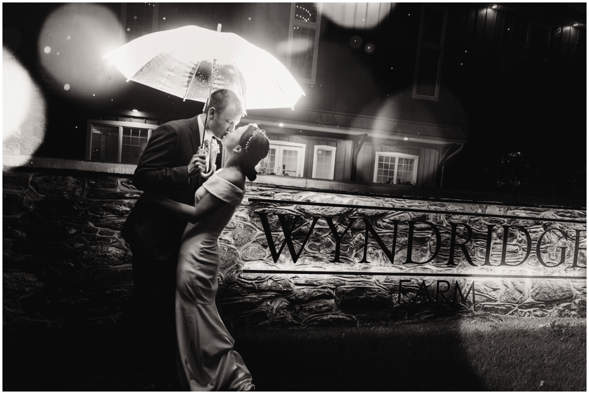 urban-row-photo-wyndridge-farm-rainy-wedding_0024.jpg