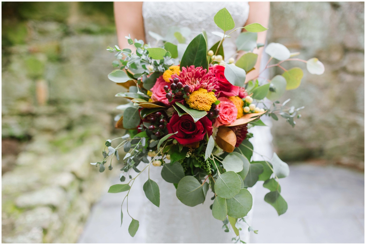 urban-row-photo-fall-bouquet-holly-hedge-estate-wedding_0003.jpg