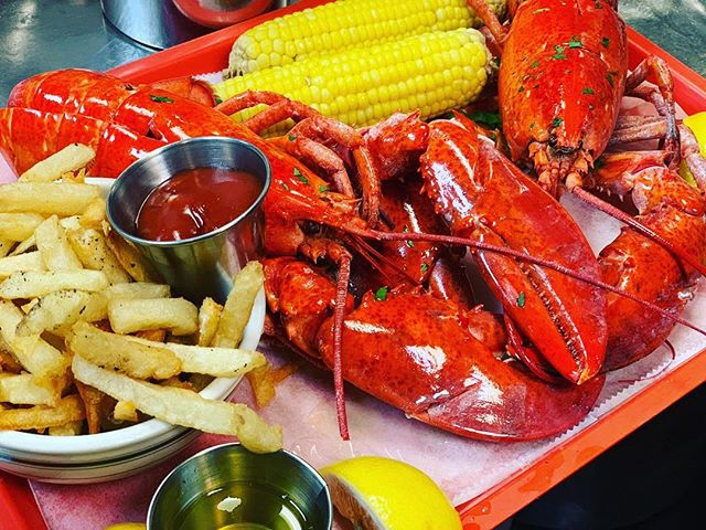 Lobster Feast for Two❣️ $79.99 Includes 2 glasses of wine or beer 🥂 #lobsterlovers #fishnyc #valentinesday