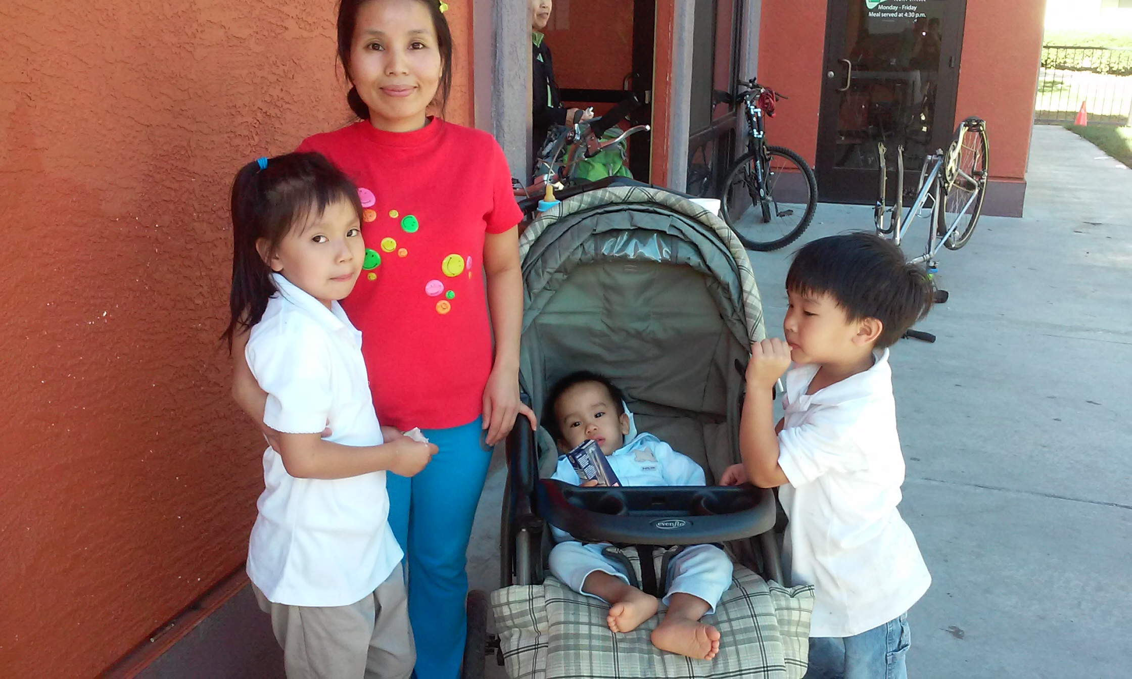 Thanh with children Tammy, Alex & Baby