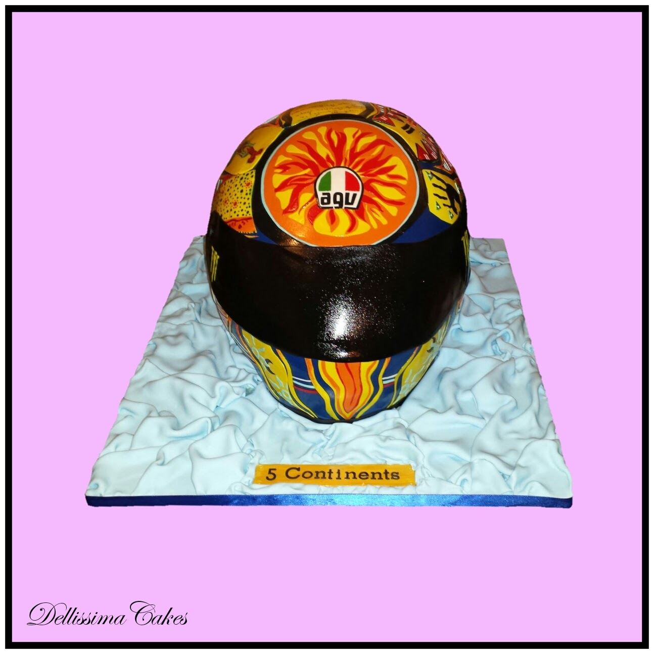 Valentino Rossi Helmet Cake 5-Continents 1.jpg