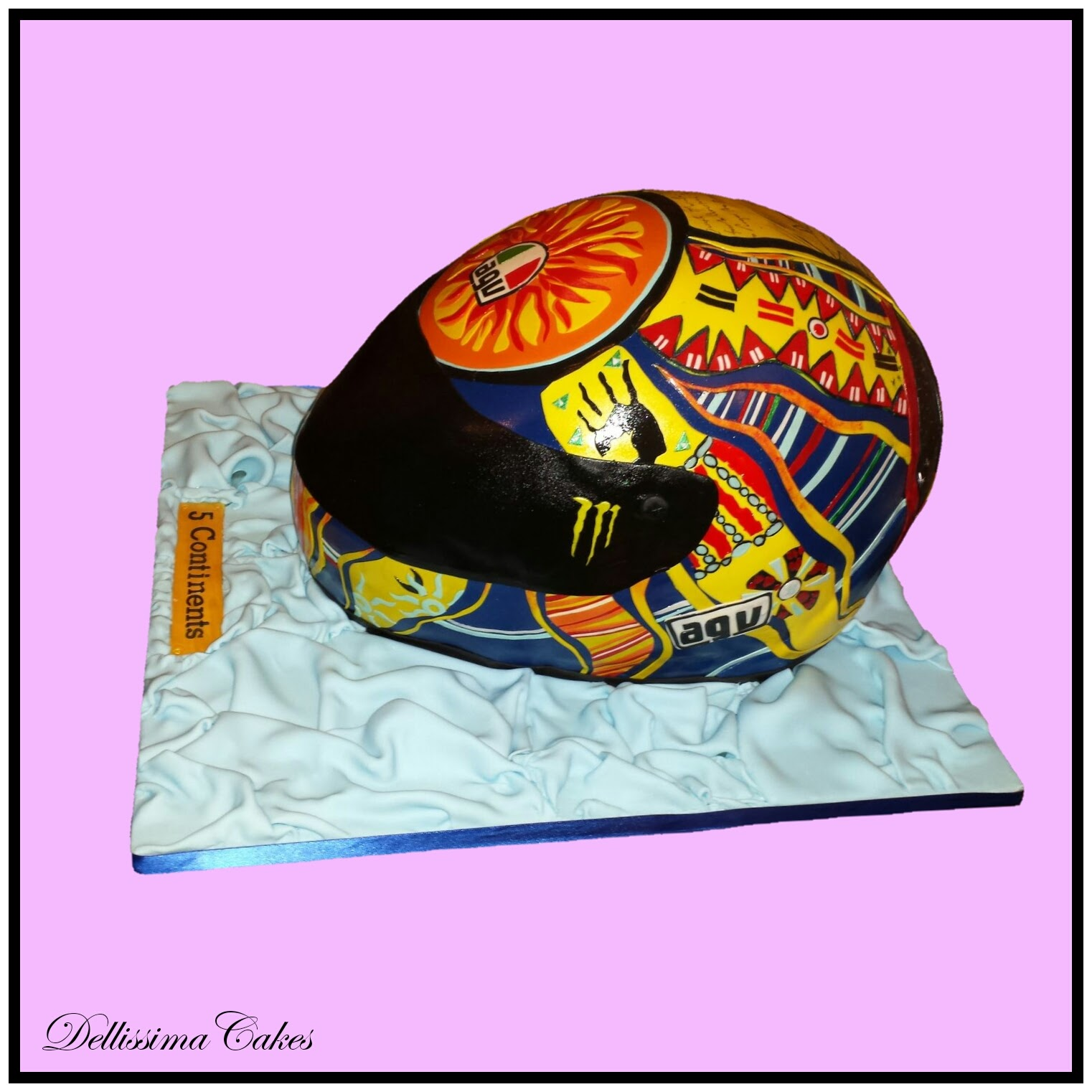 Valentino Rossi Helmet Cake 5-Continents 3.jpg