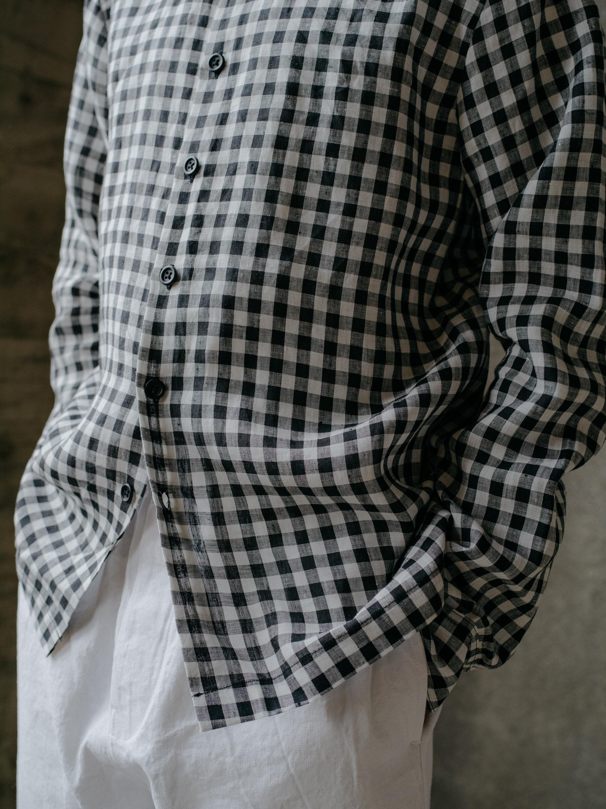 evan-kinori-flat-hem-shirt-gingham-linen-6