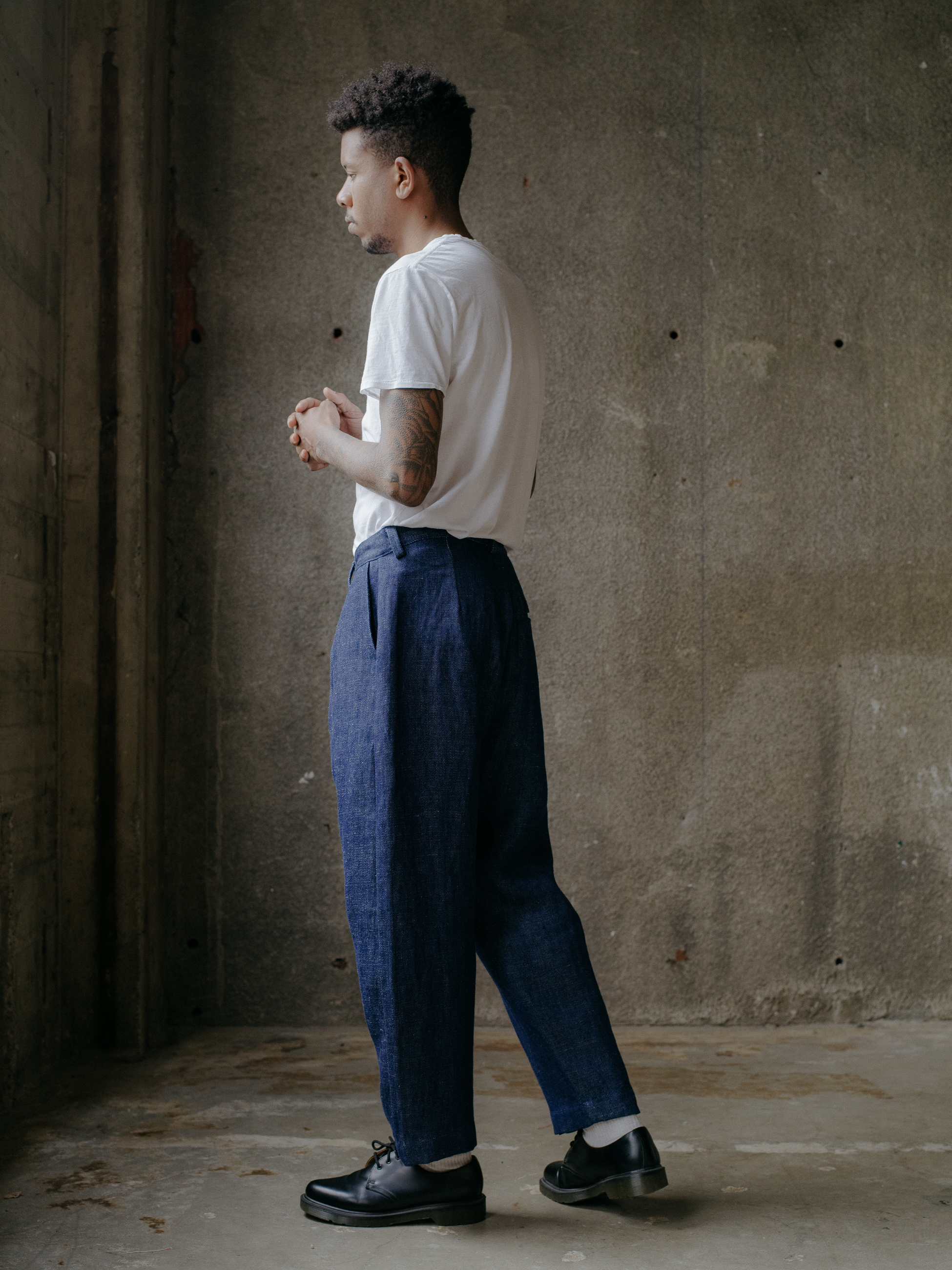 evan-kinori-single-pleat-pant-hemp-denim-2