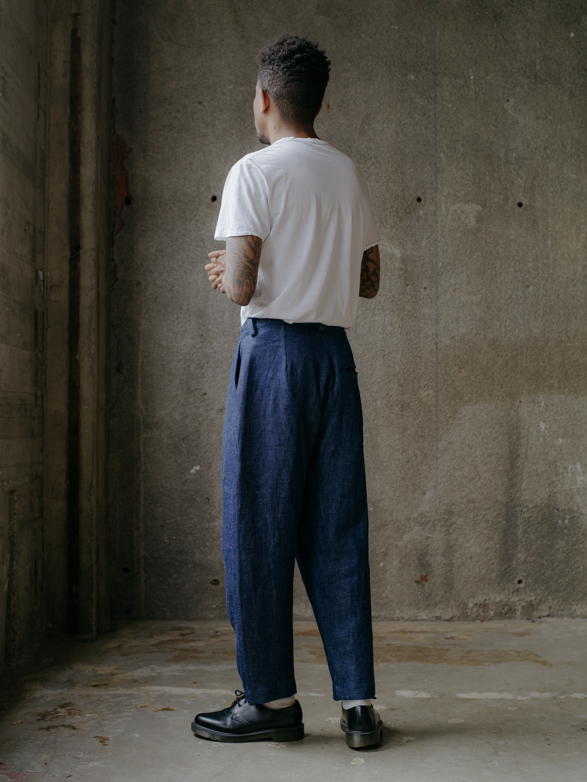 evan-kinori-single-pleat-pant-hemp-denim-3
