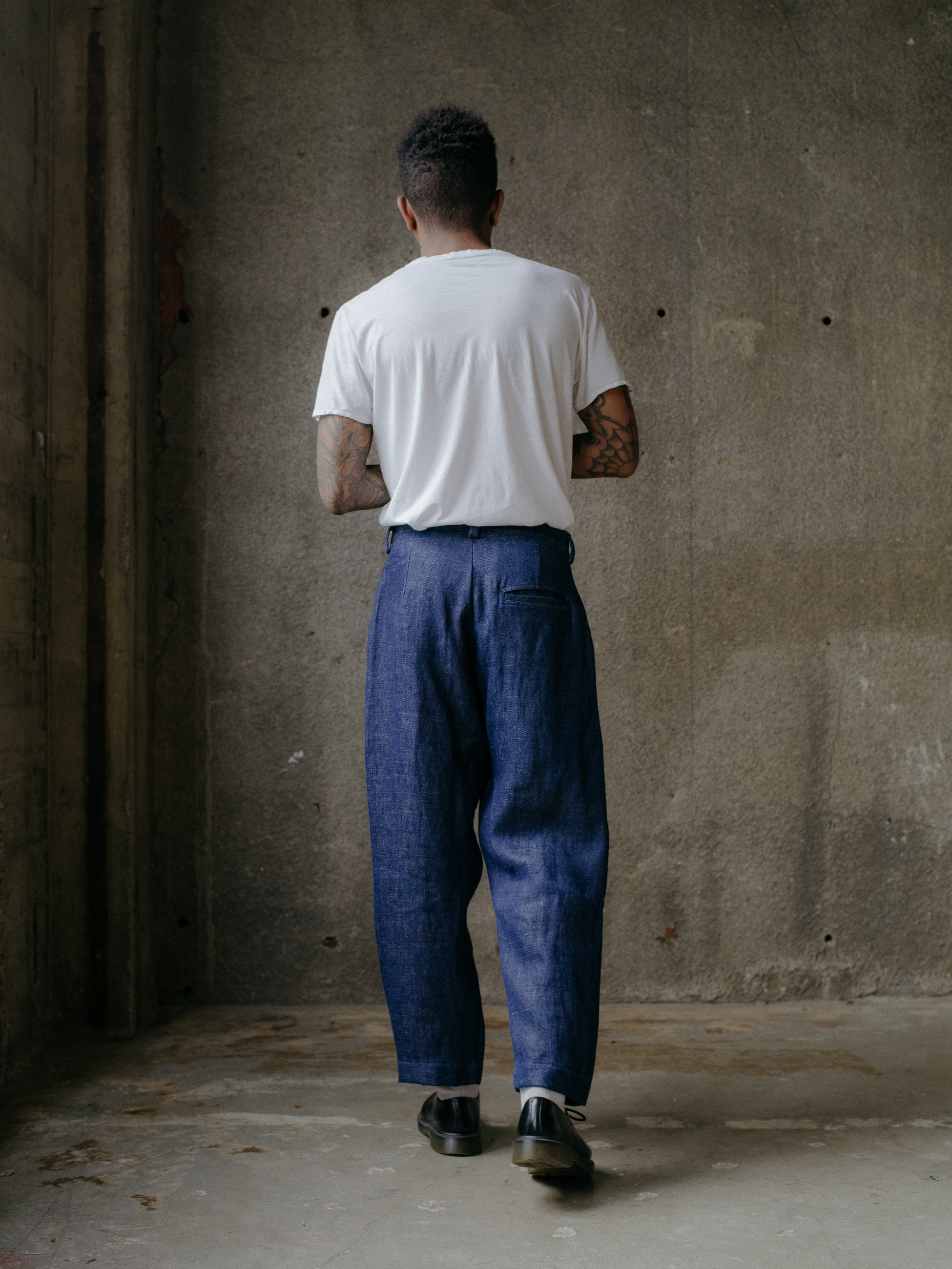 evan-kinori-single-pleat-pant-hemp-denim-4