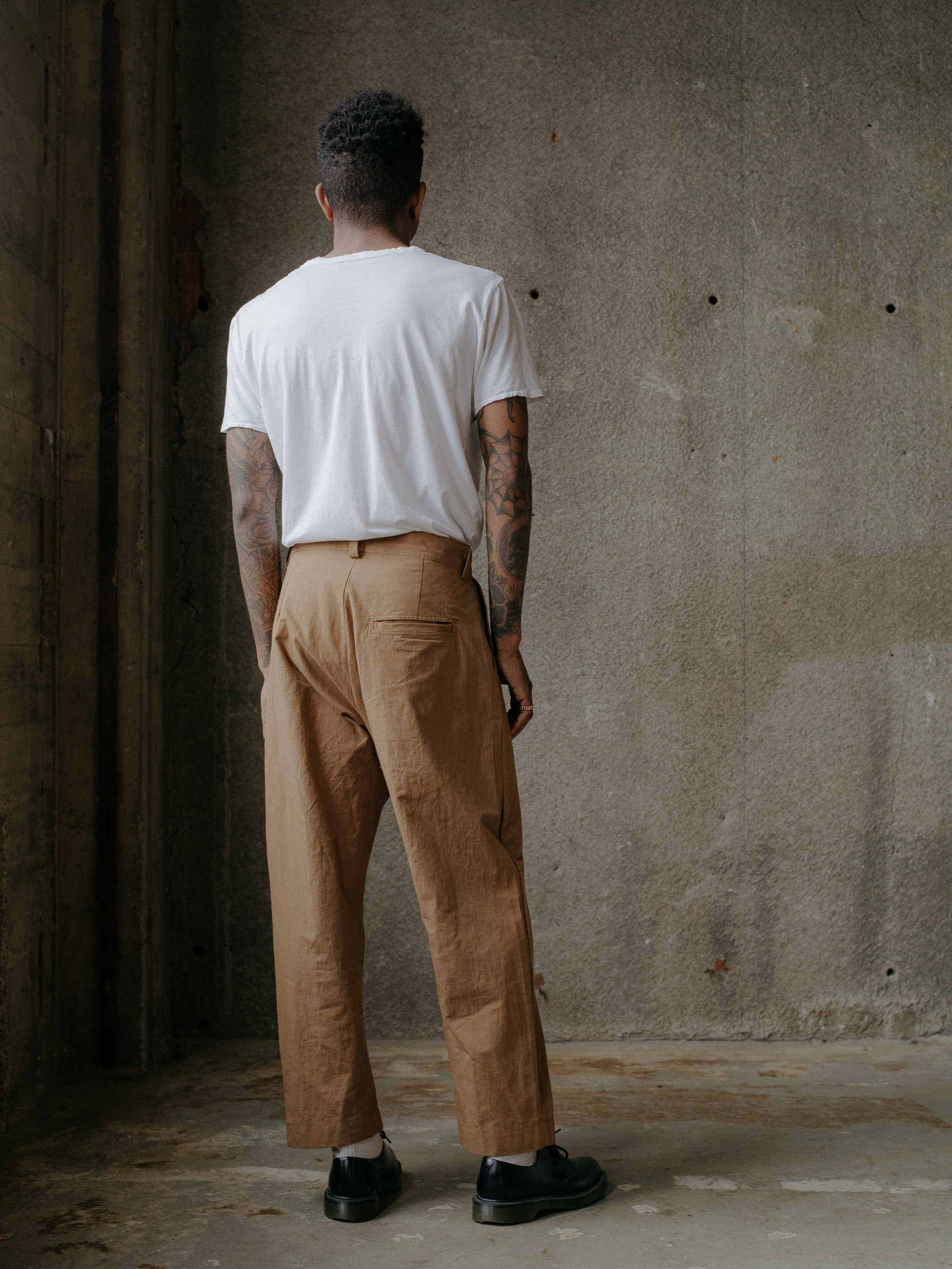 evan-kinori-single-pleat-pant-cotton-hemp-typewriter-3