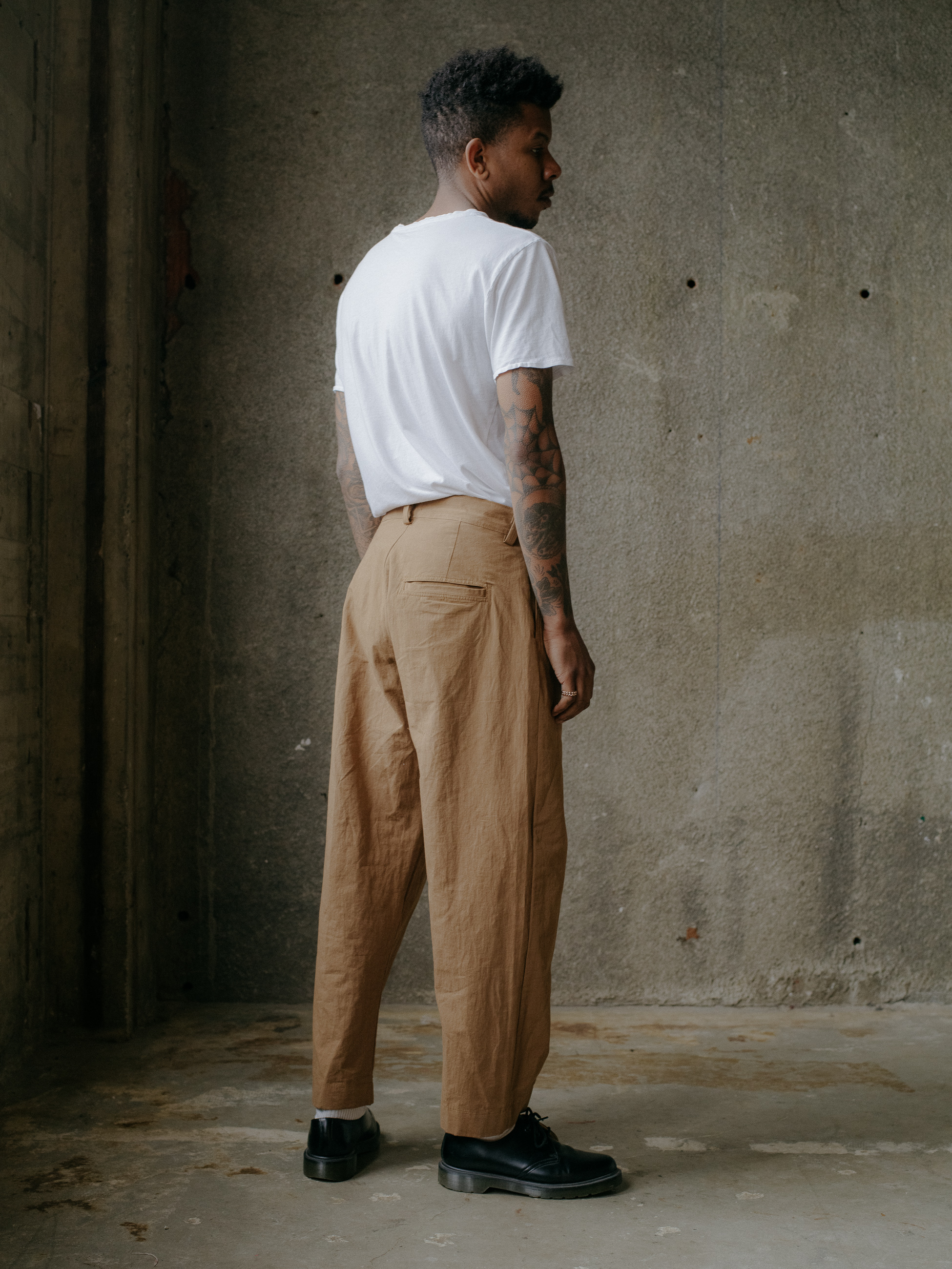 evan-kinori-single-pleat-pant-cotton-hemp-typewriter-4
