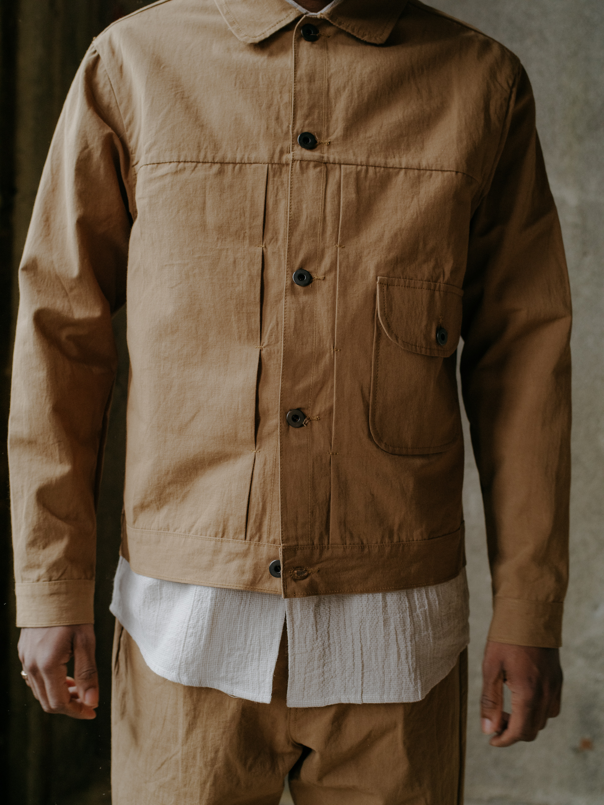 evan-kinori-pleated-jacket-cotton-hemp-typewriter-4
