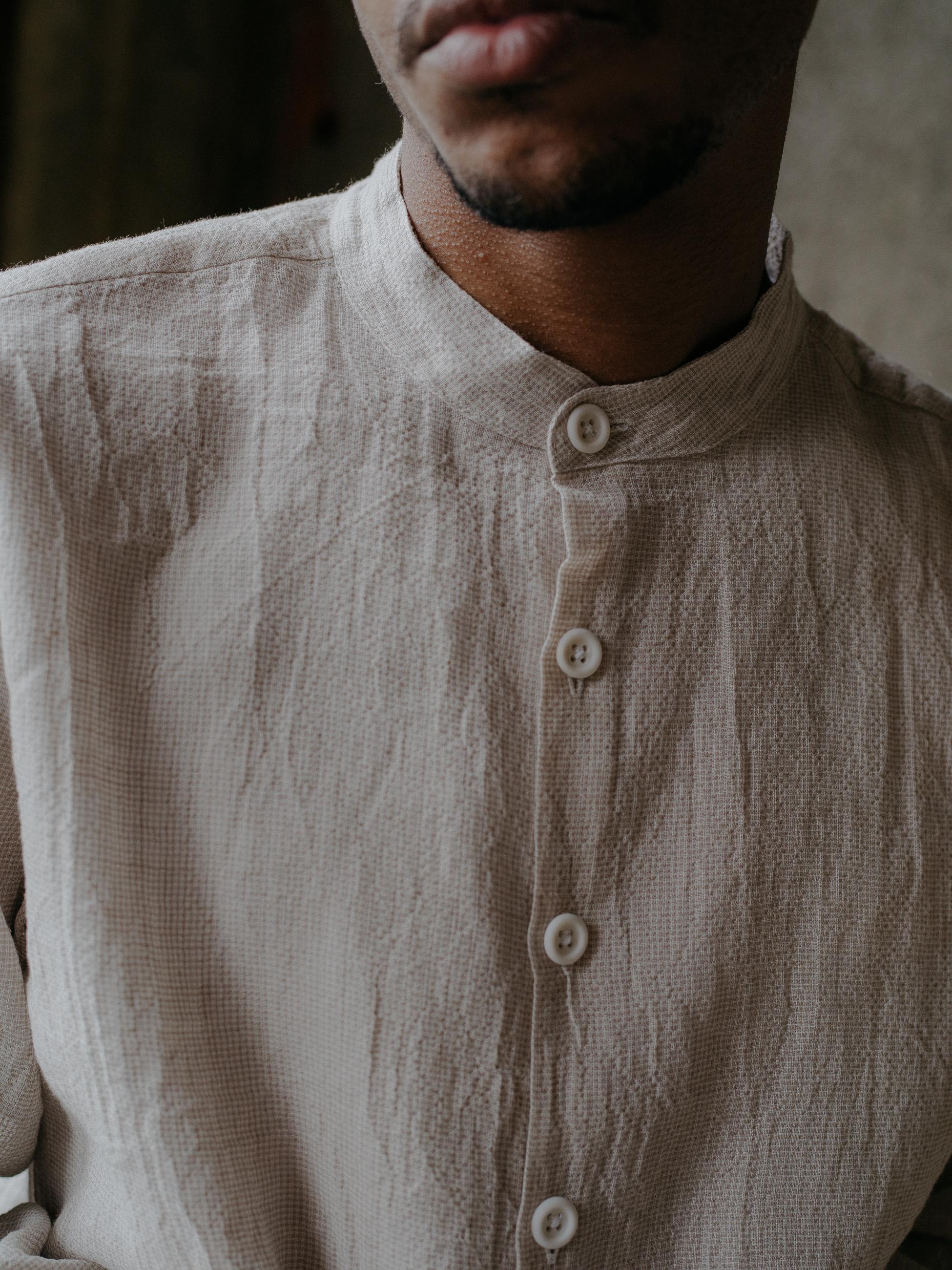 evan-kinori-band-collar-shirt-linen-4