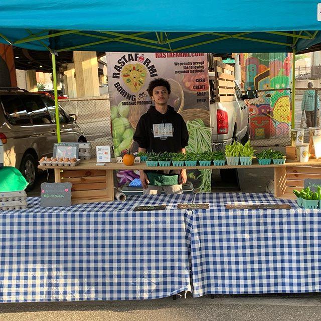 Come meet Brandon's nephew Xavier helping us out under the JFK today! #jfxfarmersmarket #organic #freshproduce #eggs