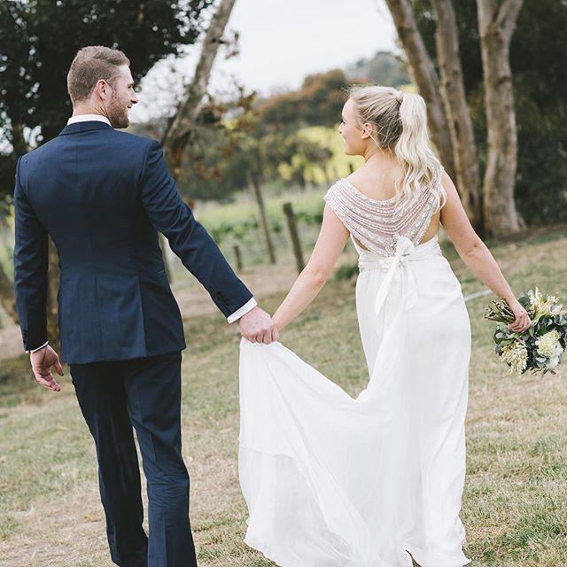 Love the back detail of Carly's @annacampbellbridal wedding dress! #annacampbell #annacampbellbridal #bellarinewedding #winerywedding