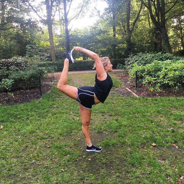 Be open to whatever is next, let life happen as it should🍃✌🏼️ #yoga #travelingyogi #amsterdam #natarajasana #gratitude #selflove #proud #namaste