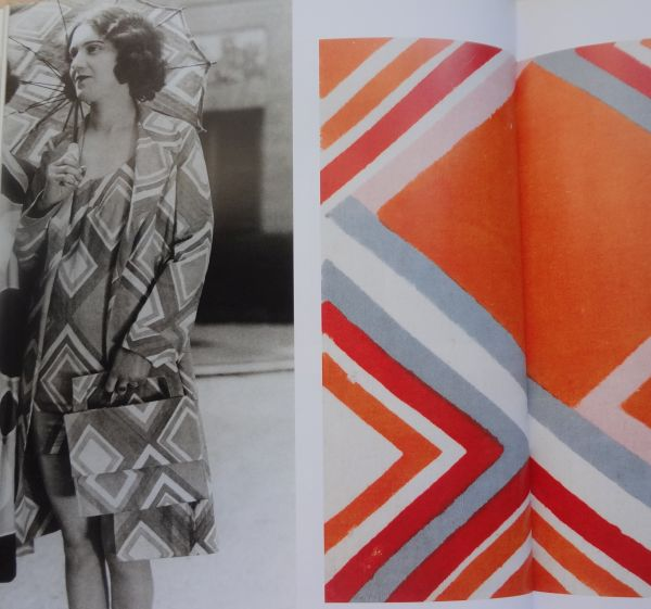 As shown in  Color Moves: Art and Fashion  by Sonia Delaunay, Cooper-Hewitt