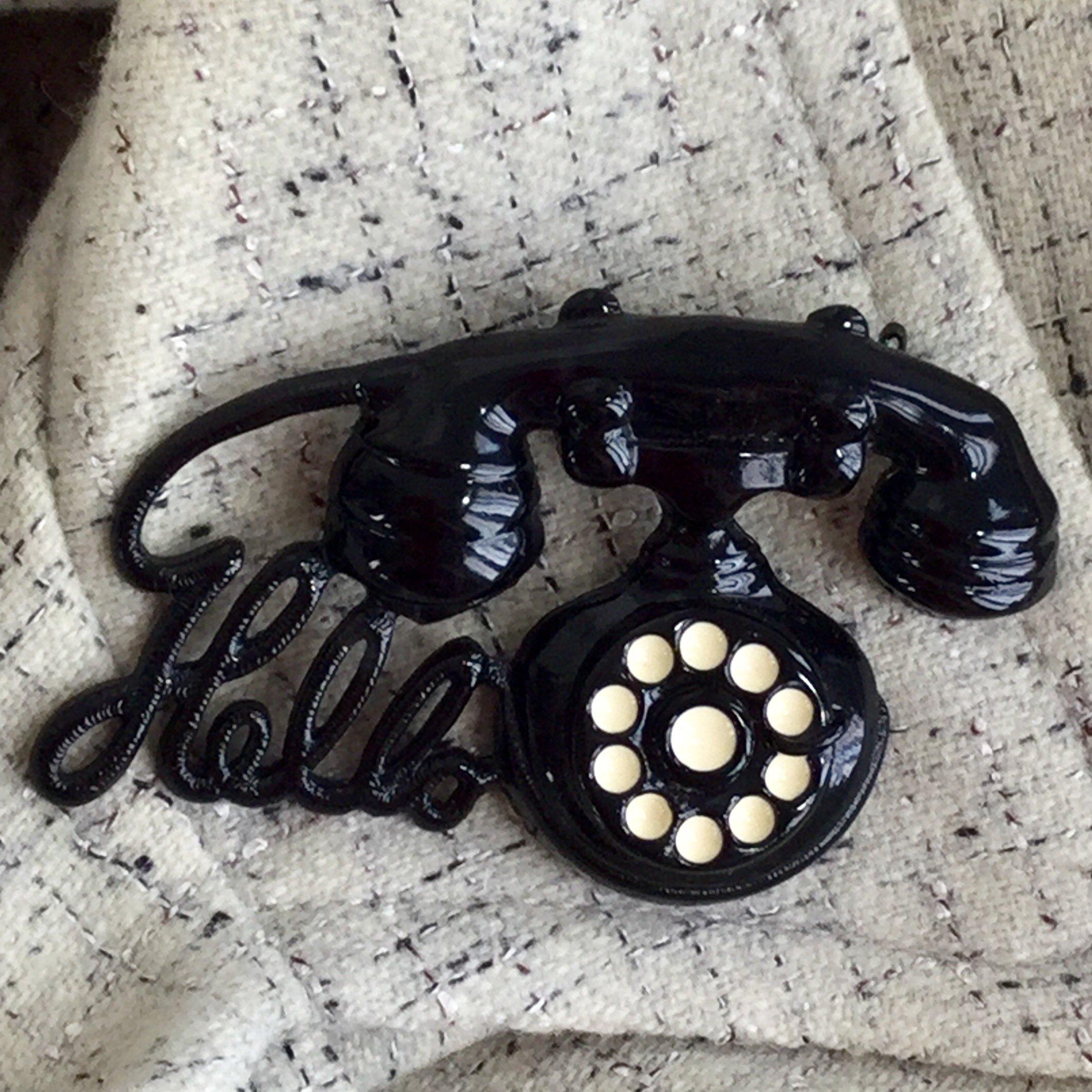 blacktelephonehellopindarlene.jpg