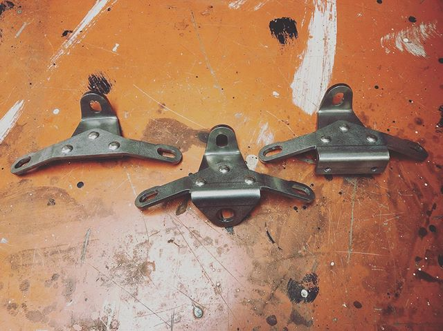 Some fun new motor mounts for those shaky shovelheads. Stainless steel and riveted together. Strong AF