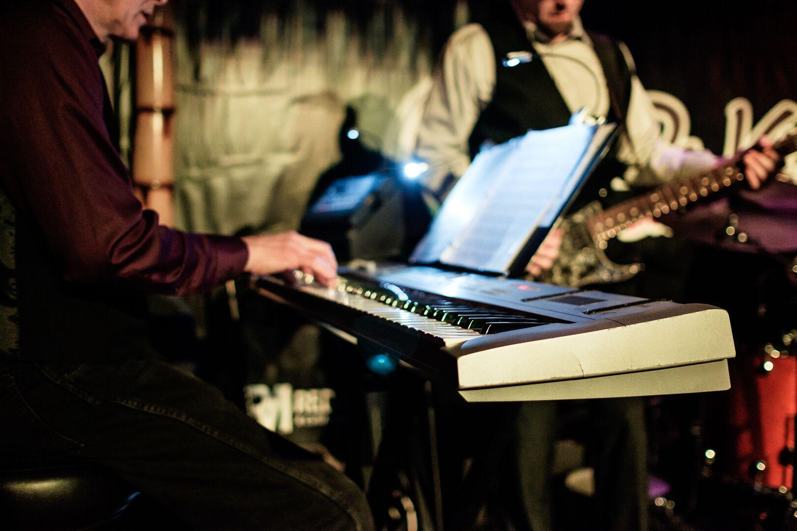 de-kine-grill-live-performance-11.jpg