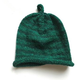 Click the photo to access the free Bity Baby Hat pattern!