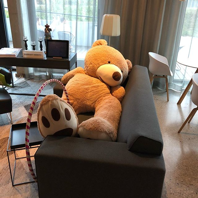 Just checked into Moxy in Munich.... been a 'hella' kinda day... thought I'd 'sack' out on the Lobby couch... #atthemoxy #munichgermany #ItsABearsLife #vintagesalvation