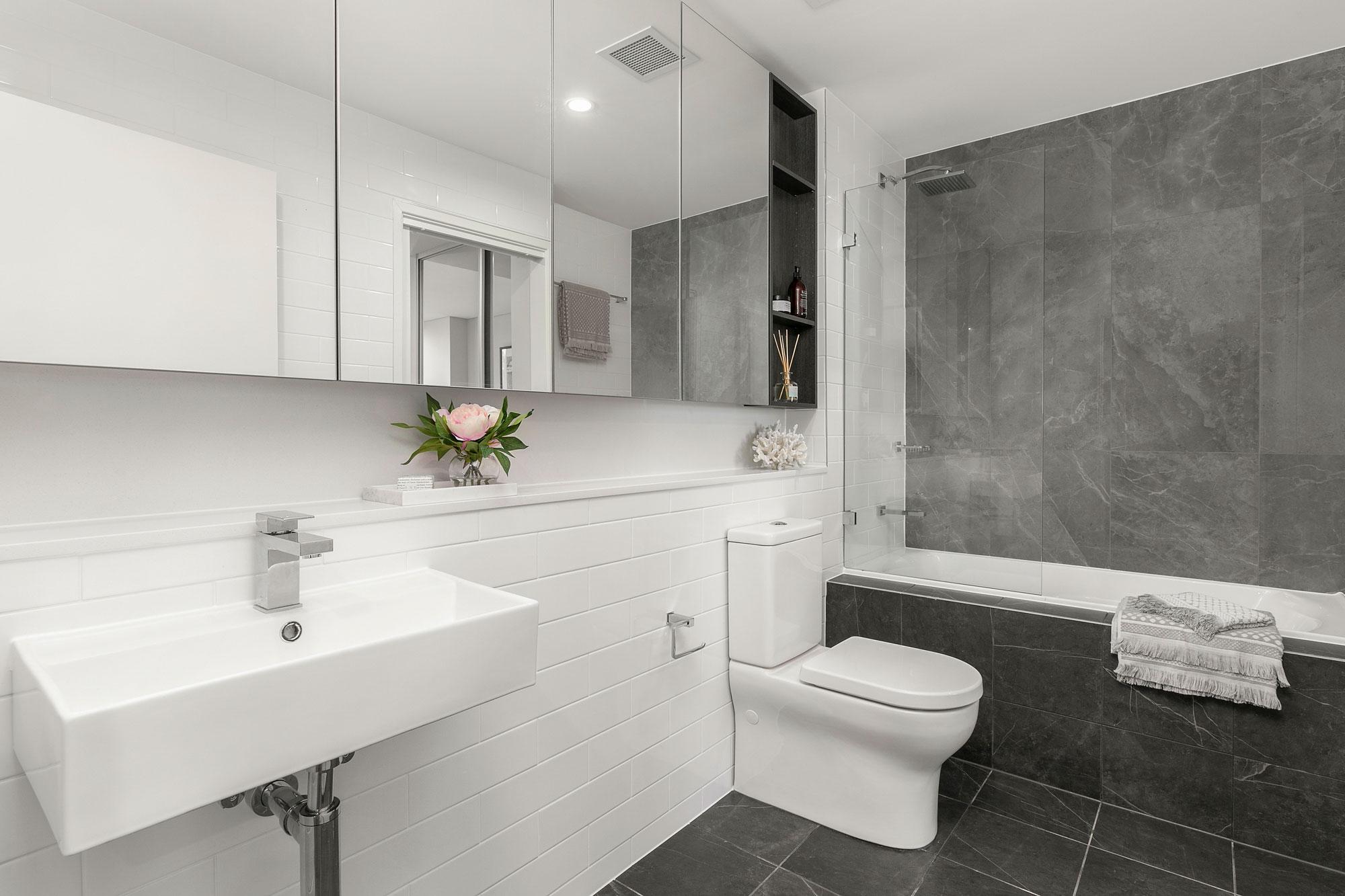 1.Bathroom1.jpg