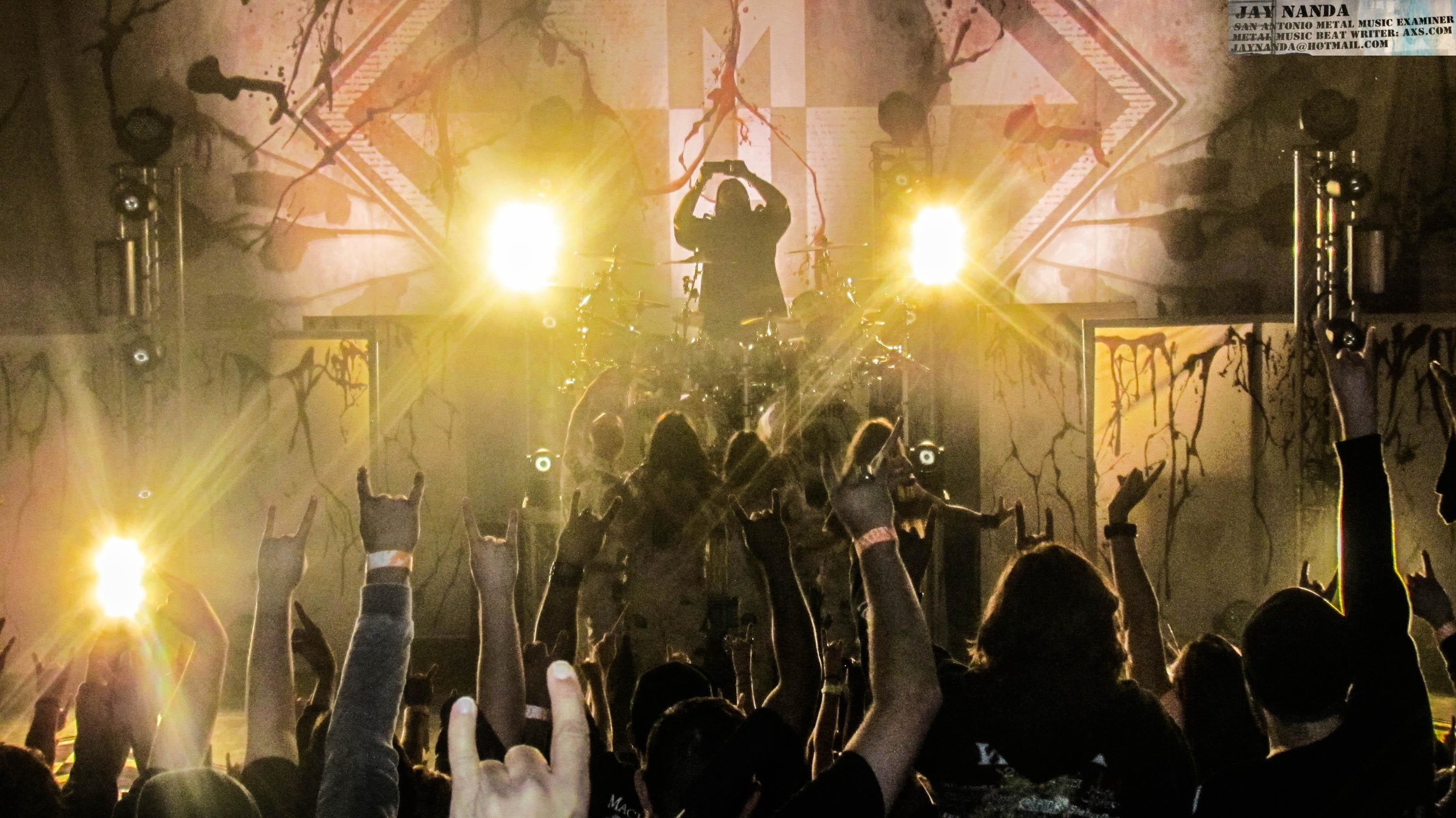 With the fans as a backdrop, Machine Head ends the night posing for a group pic.