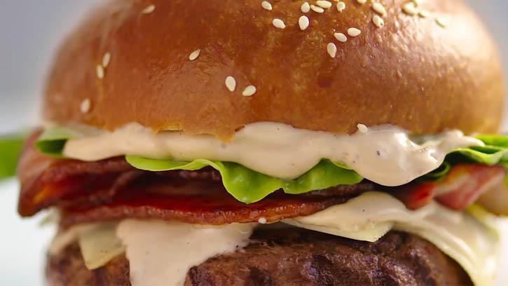 Praise Mayonnaise - Burger (0-00-11-13).jpg