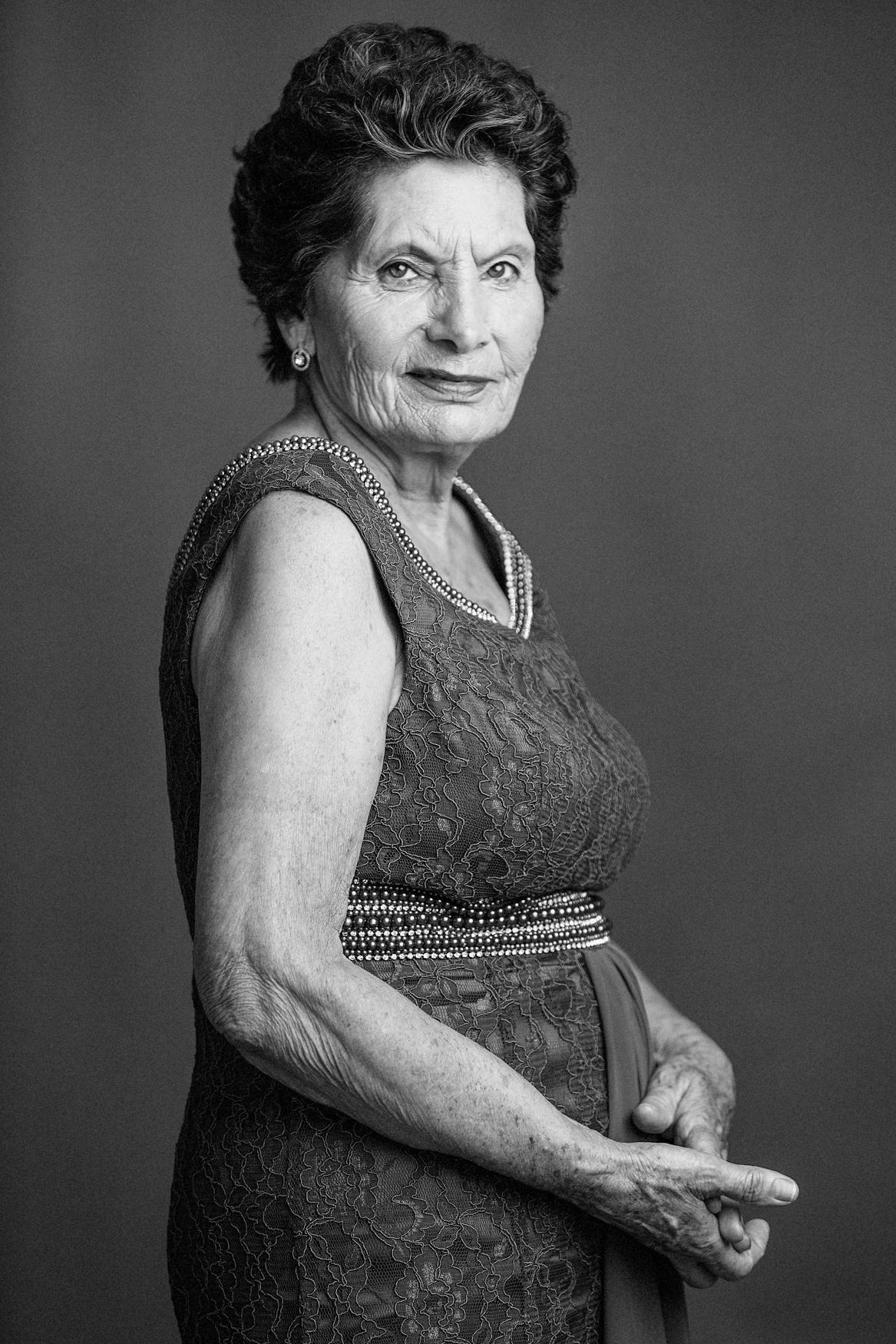 Women Portrait Black and White1 Analia Paino Portrait Photography_-3.jpg