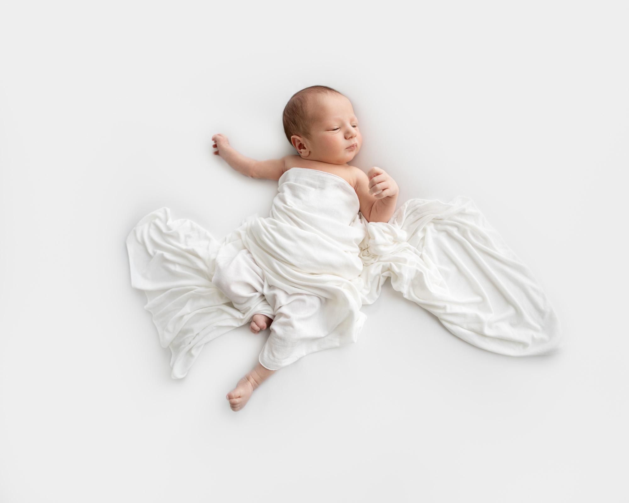 Newborn Baby Minimalist Blackand White 2Analia Paino Portrait Photographer.jpg