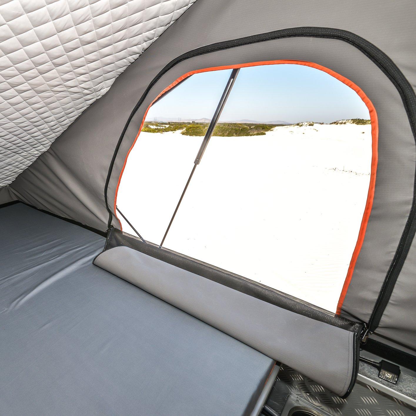 Alu-Cab Camper Khaya 0112 Atlantis Dunes.jpg