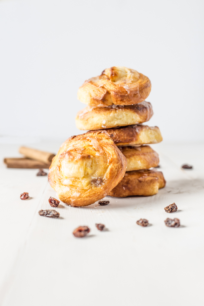 Pastry with raisins and cookies-5907.jpg