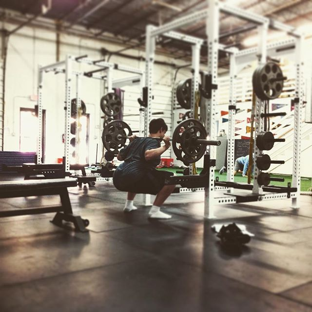 Drop it like it's hot early on a Monday morning. #saptstrength #squats #pickupheavythings #deepsquats #mondaymotivation