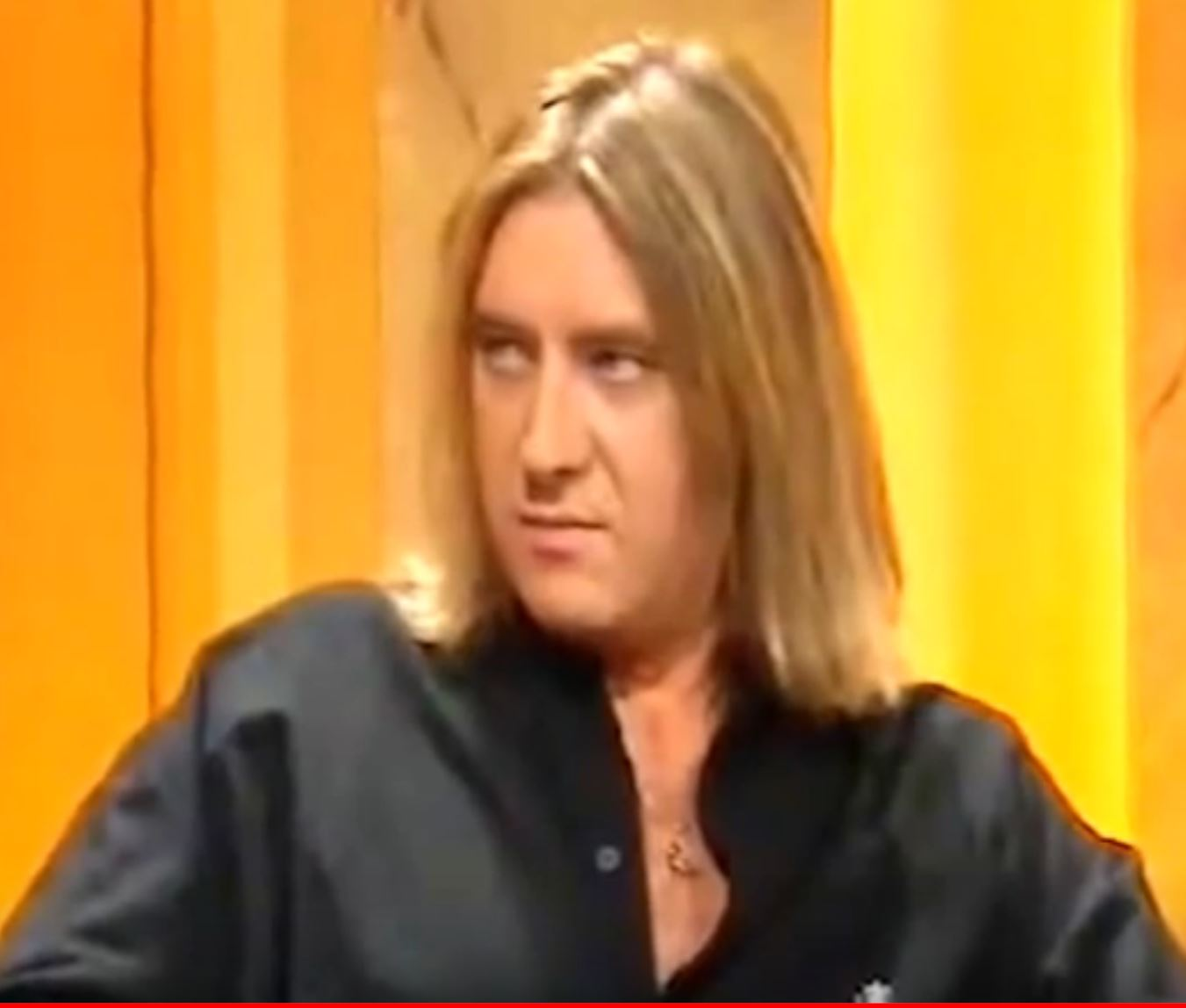 Joe Elliott looking bitchy