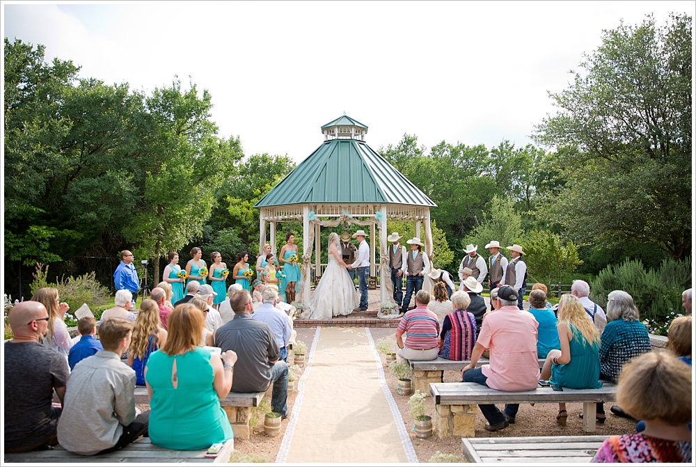 wedding ceremony | Carleen Bright Arboretum wedding venue in Woodway, TX | Jason & Melaina Photography