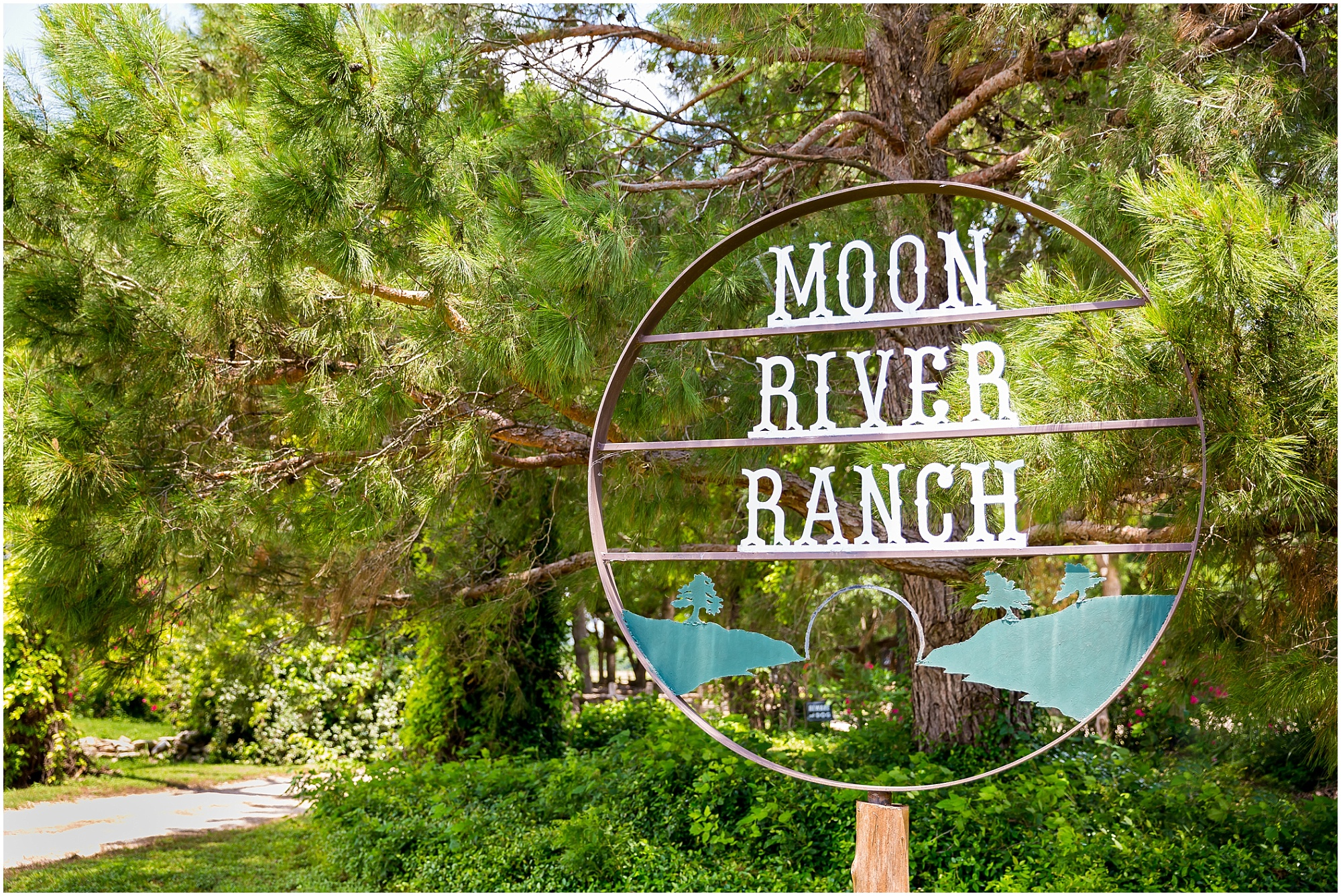 The welcome sign at Moon River Ranch | Jason & Melaina Photography | www.jasonandmelaina.com